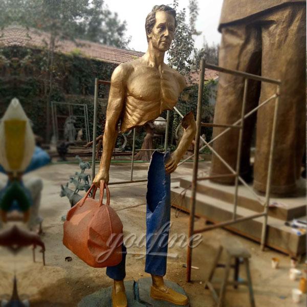 Famous bronze traveler statue