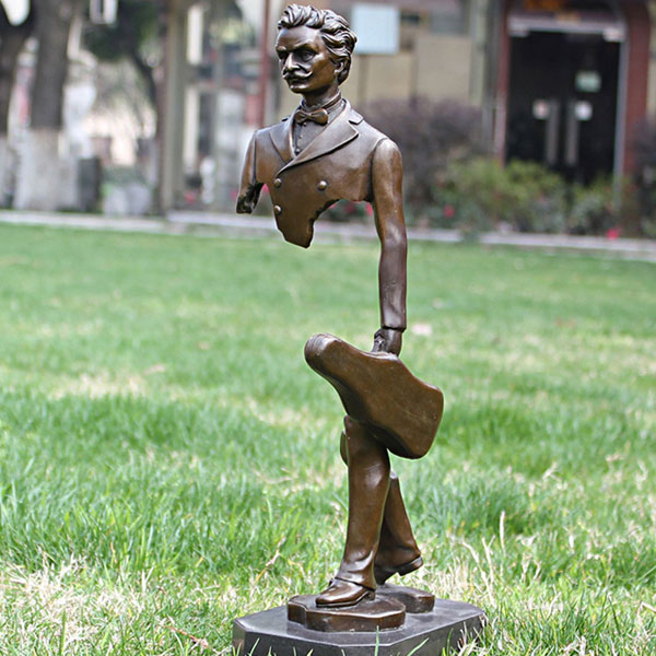 Metal garden sculptures of Bruno catalano